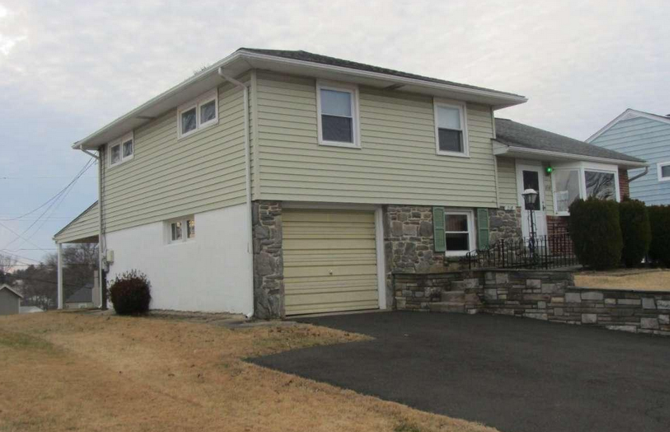 218 Talbot Dr Broomall, PA 19008  home for sale Delaware County